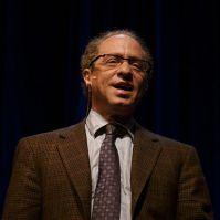 375px-Raymond_Kurzweil,_Stanford_2006_(square_crop)